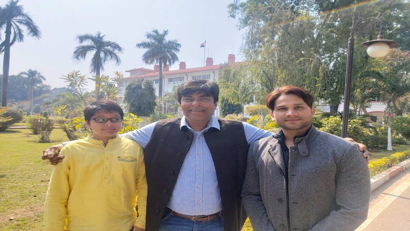 राज्यपाल से मिले 'ससुरा बड़ा पइसावाला 2' के निर्माता – निर्देशक अजय सिन्हा व नायक अथर्व सिंह