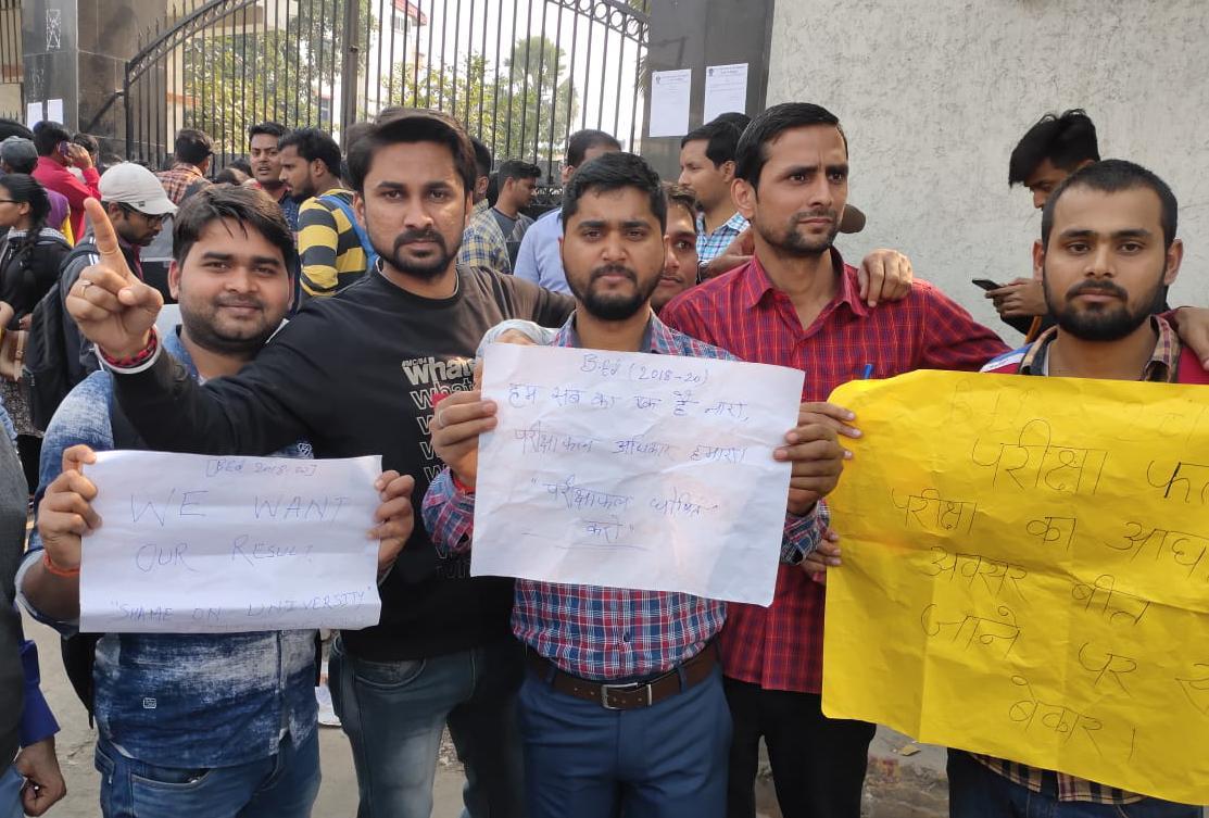 पाटलिपुत्र यूनिवर्सिटी के छात्रों ने रिजल्ट में देरी पर किया प्रदर्शन