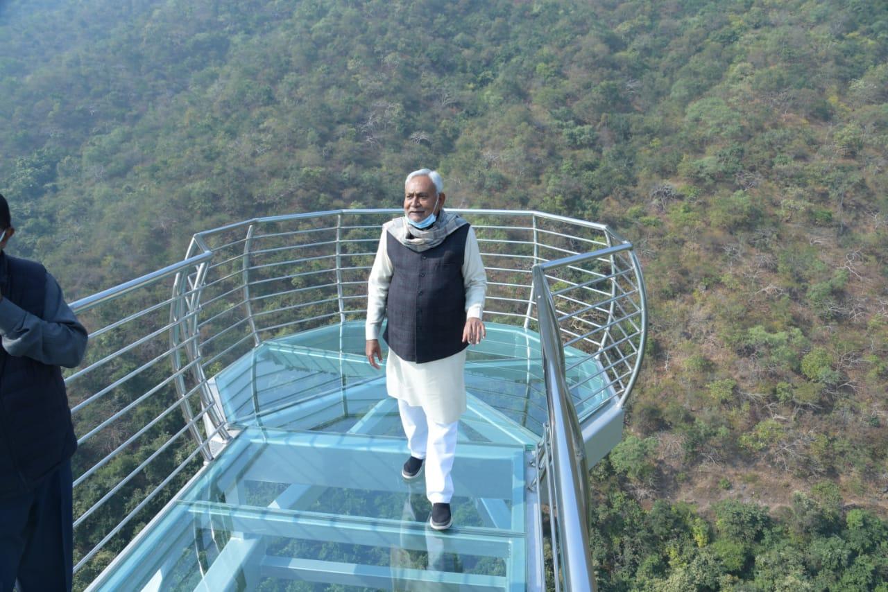 मुख्यमंत्री ने ग्लास ब्रिज का लिया जाएजा,जल्द ही खुलेगा राजगीर का नेचर सफारी