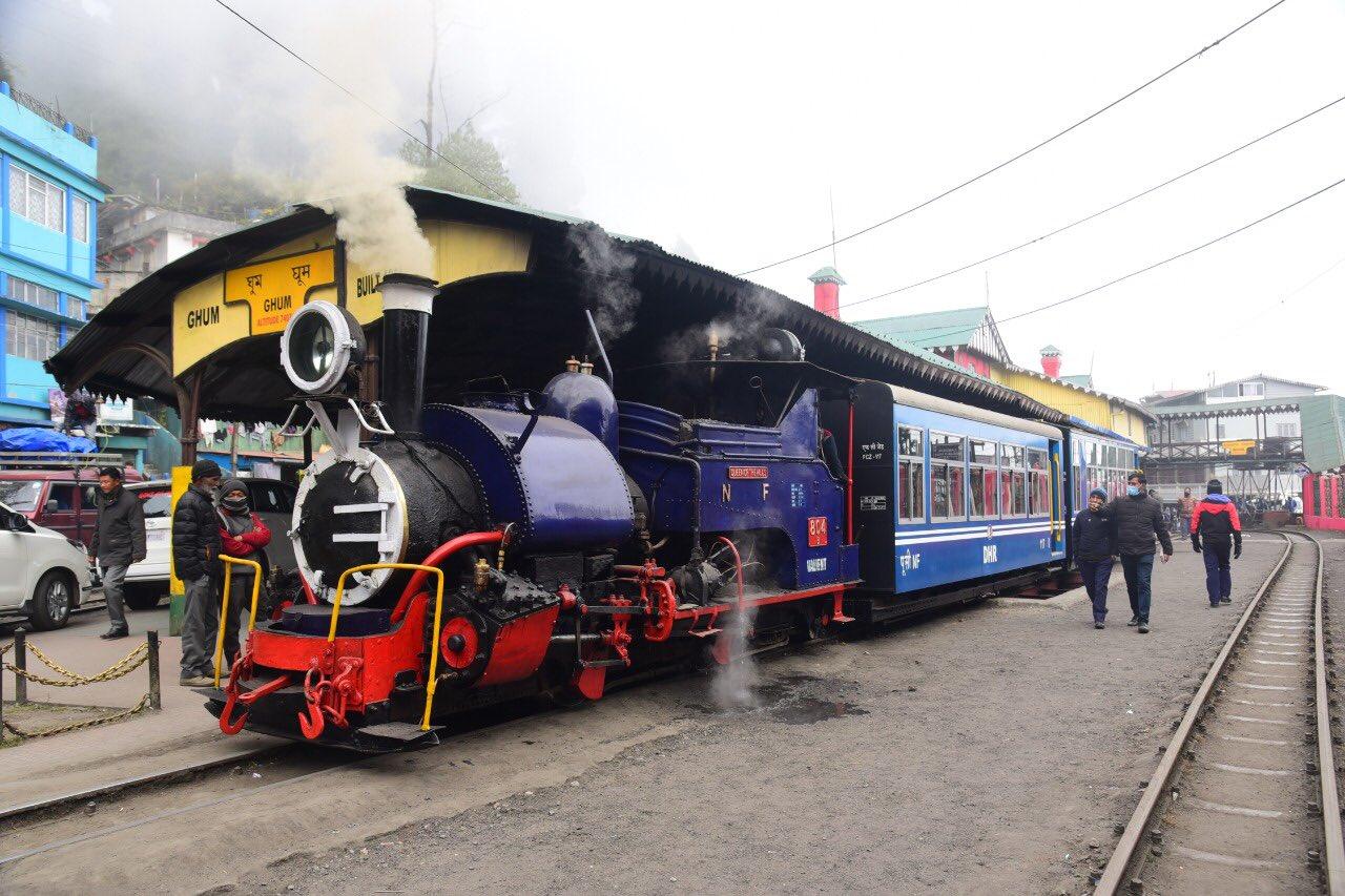 दार्जिलिंग हिमालयन रेलवे की परिचालन 25 दिसंबर से शुरू : रेल मंत्री पीयूष गोयल ने ट्वीट किया.