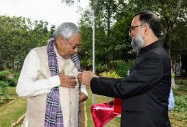 हटाए गए नीतीश कुमार के चहेते गृह सचिव आमिर सुबहानी, राज्य में बड़ी संख्या में IAS-IPS अधिकरियों का तबादला