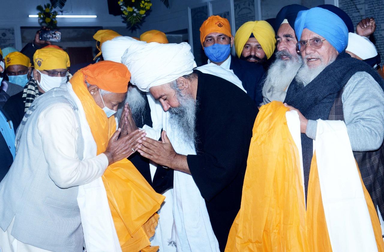 गुरु गोविंद सिंह महाराज के 354वें प्रकाश पर्व  के मौक़े पर देश विदेश से  भक्त प्रकाश पर्व में शामिल होने के लिए पटना साहिब पहुंचे
