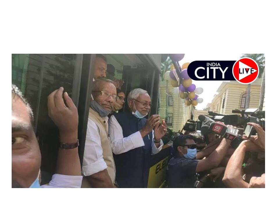 पटना में 12 इलेक्ट्रिक बसों का उद्घाटन